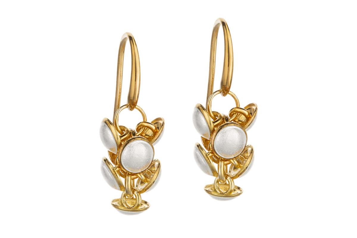 Seashell earrings white KL006A. 1200,-