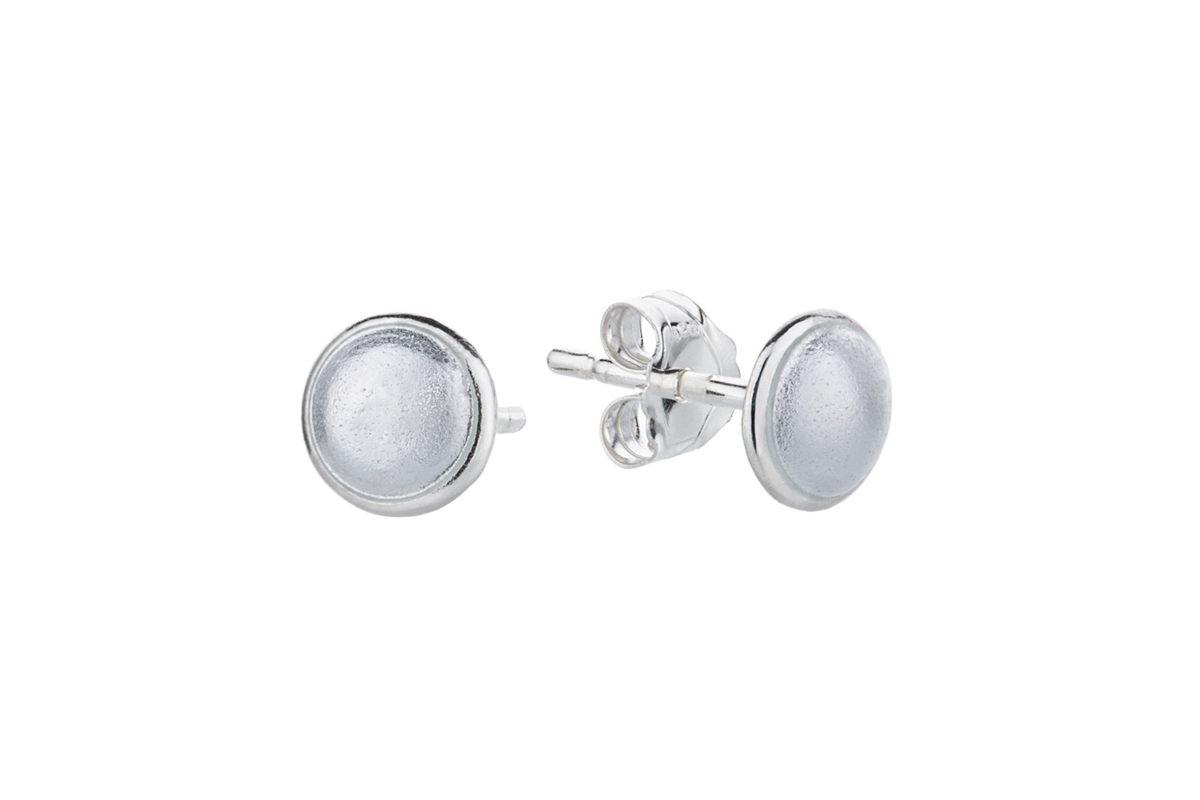 Seashell earstick white. KL007. 600,-